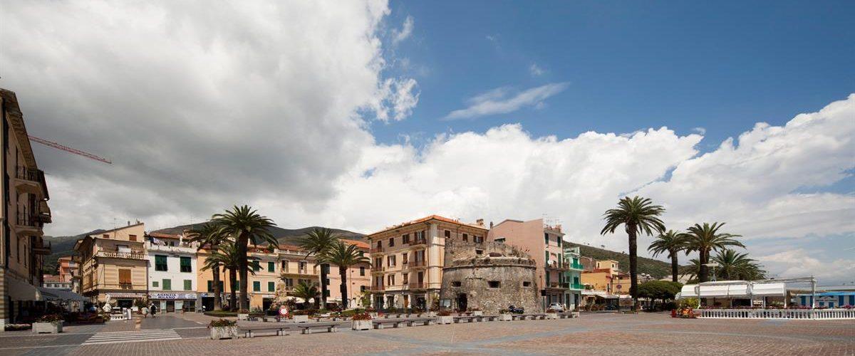 Piazza_Ceriale_Dwn